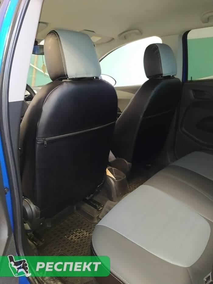 Темно-светлосерые авточехлы из экокожи на Chevrolet Aveo Т300 2013г. с дизайном 'обычный' и двойной декоративной строчкой серыми нитками производства Респект