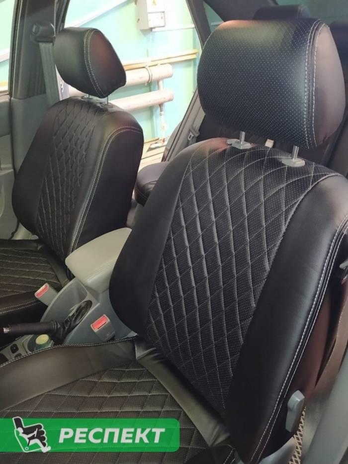 Черные авточехлы из экокожи на Daewoo Gentra 2018г. с дизайном 'ромбы' и двойной декоративной строчкой серыми нитками производства Респект