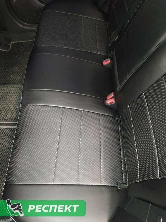 Черные авточехлы из экокожи на Toyota Avensis 2006г. с дизайном 'обычный' и двойной декоративной строчкой серыми нитками производства Респект
