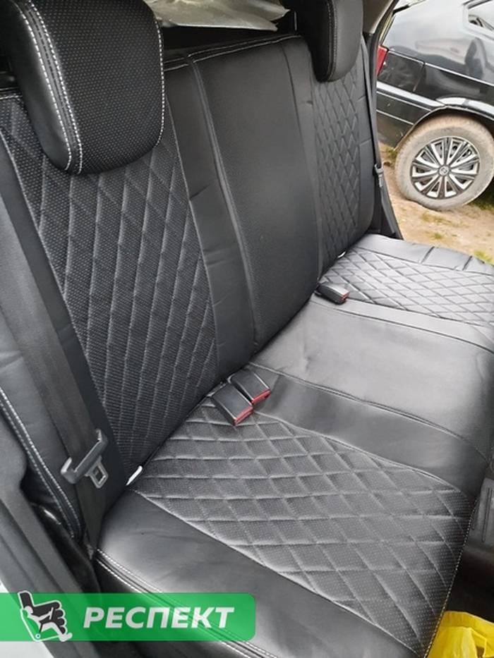 Черные авточехлы из экокожи на Lada X-Ray 2018г. с дизайном 'ромбы' и двойной декоративной строчкой белыми нитками производства Респект