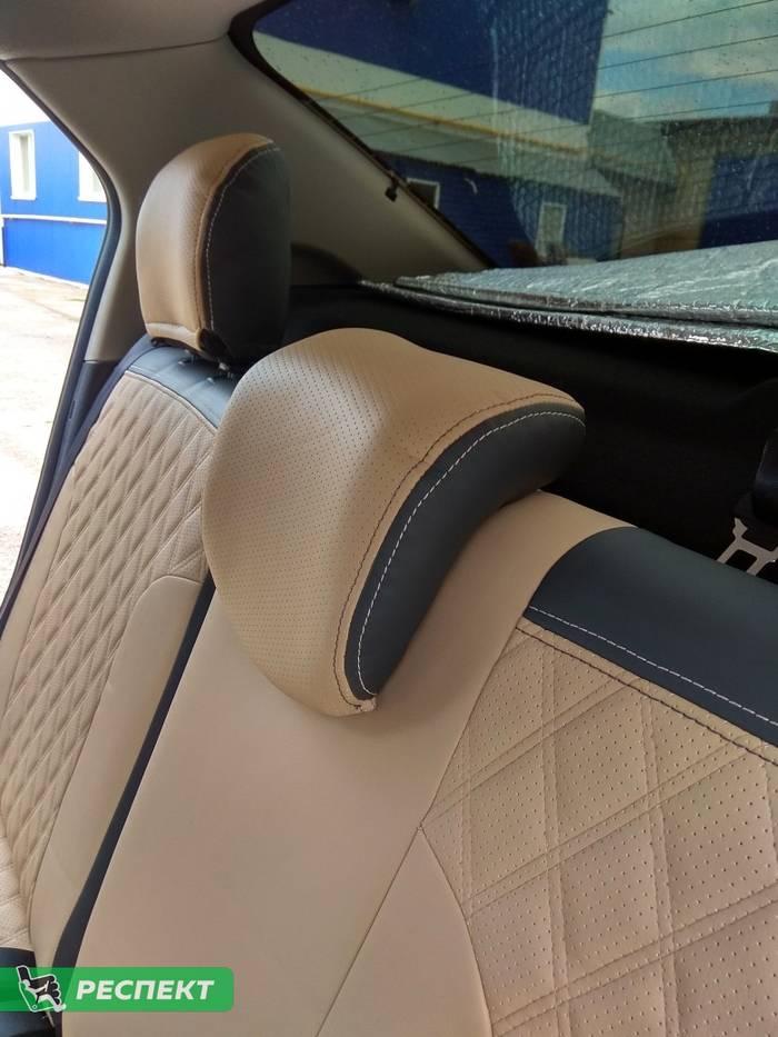 Черно-бежевые авточехлы из экокожи на Renault Logan Stepway 2019г. с дизайном 'двойные ромбы' и двойной декоративной строчкой производства Респект