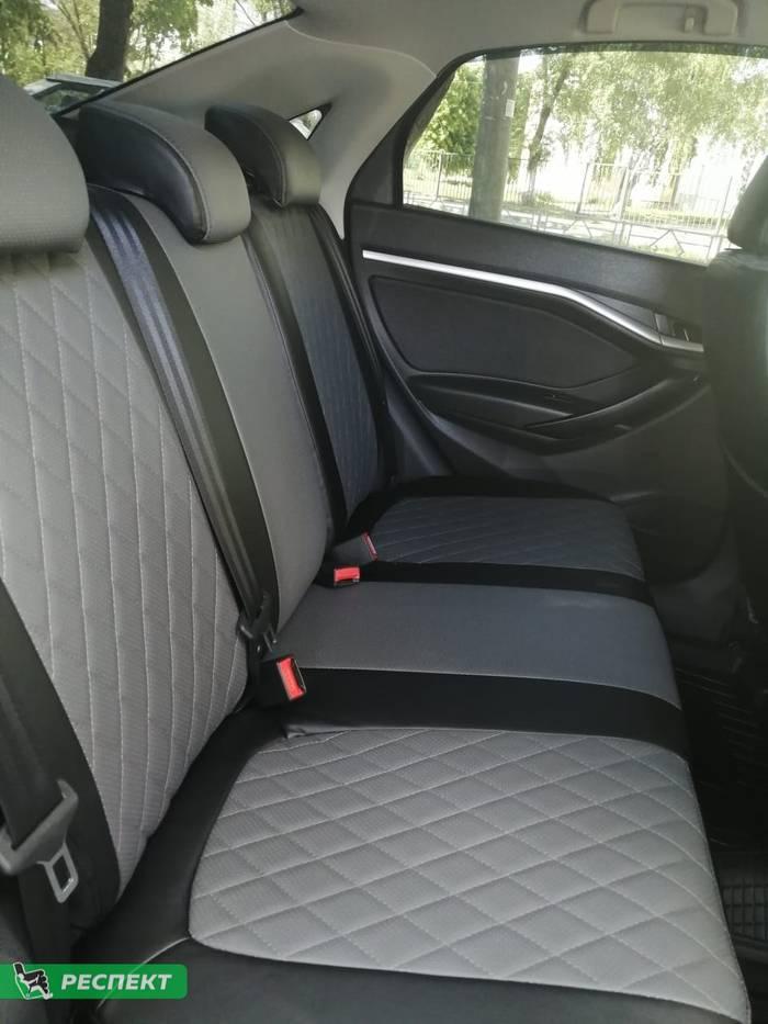 Черно-серые авточехлы из экокожи на Lada Vesta 2019г. с дизайном 'ромбы' и двойной декоративной строчкой производства Респект