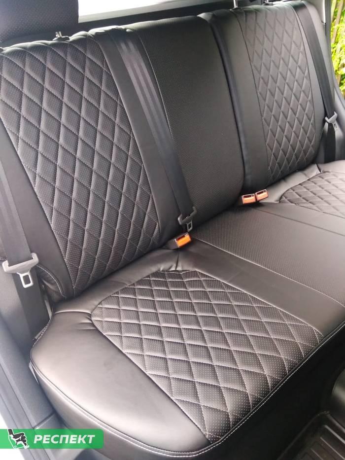 Черные авточехлы из экокожи на Lada Vesta 2018г. с дизайном 'ромбы' и одинарной декоративной строчкой серыми нитками производства Респект