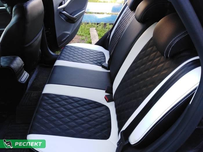 Черно-белые авточехлы из экокожи на Lada Vesta 2020г. с дизайном 'двойные ромбы' и двойной декоративной строчкой производства Респект