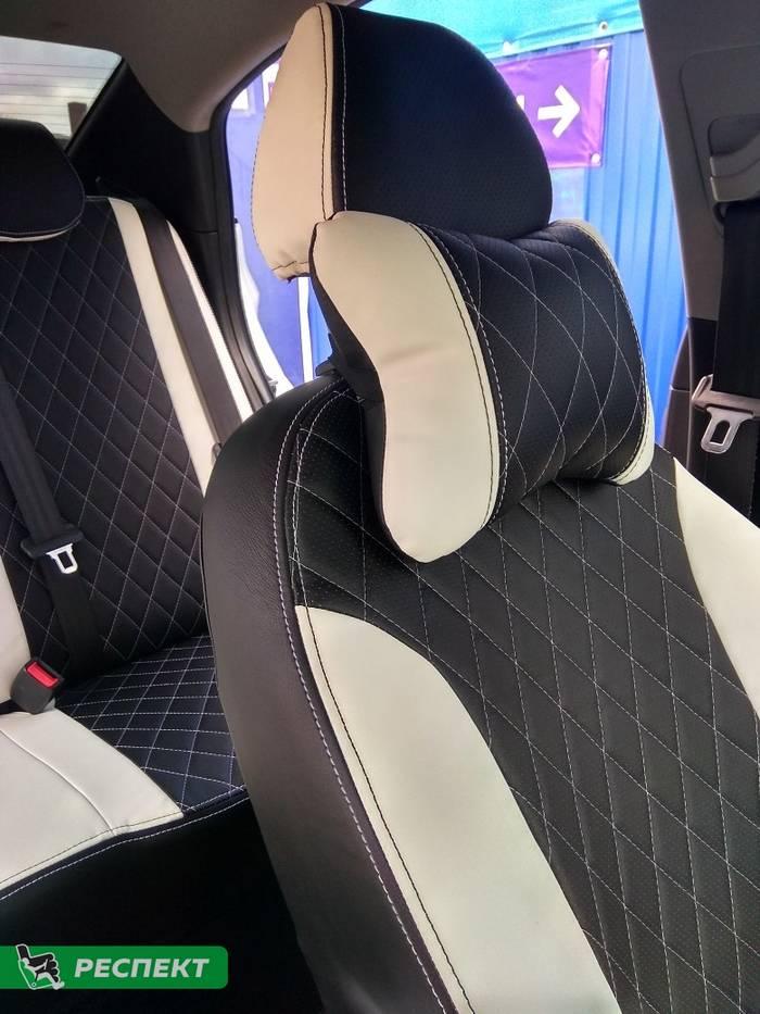 Черно-белые авточехлы из экокожи на Hyundai Solaris 2014г. с дизайном 'ромбы' и двойной декоративной строчкой производства Респект