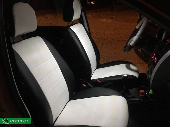 Черно-белые авточехлы из экокожи на Datsun on-Do 2017г. с дизайном 'обычный' без декоративных строчек производства Респект