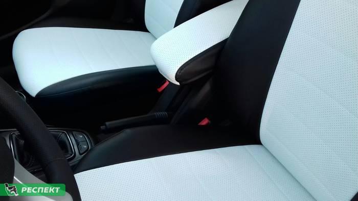 Черно-белые авточехлы из экокожи на Lada Vesta 2017г. с дизайном 'обычный' без декоративных строчек производства Респект