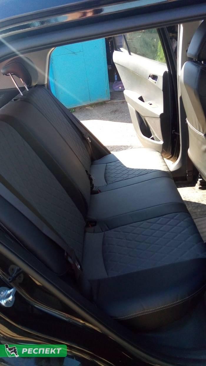 Черно-серые авточехлы из экокожи на Hyundai Creta 2018г. с дизайном 'ромбы' и двойной декоративной строчкой серыми нитками производства Респект