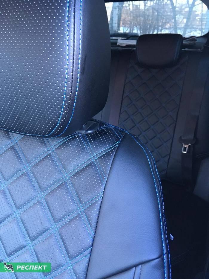 Черные авточехлы из экокожи на Hyundai Creta 2018г. с дизайном 'двойные квадраты' и двойной декоративной строчкой синими нитками производства Респект