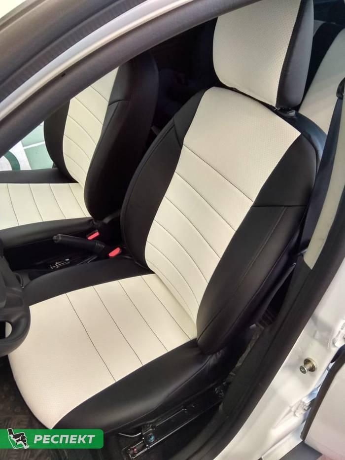Черно-белые авточехлы из экокожи на Renault Duster 2016г. с дизайном 'обычный' без декоративных строчек производства Респект