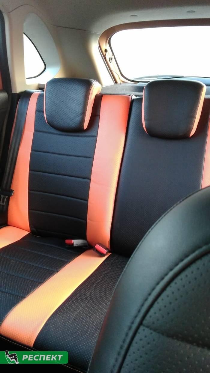 Черно-оранжевые авточехлы из экокожи на Lada X-Ray Cross 2019г. с дизайном 'обычный' и одинарной декоративной строчкой оранжевыми нитками производства Респект