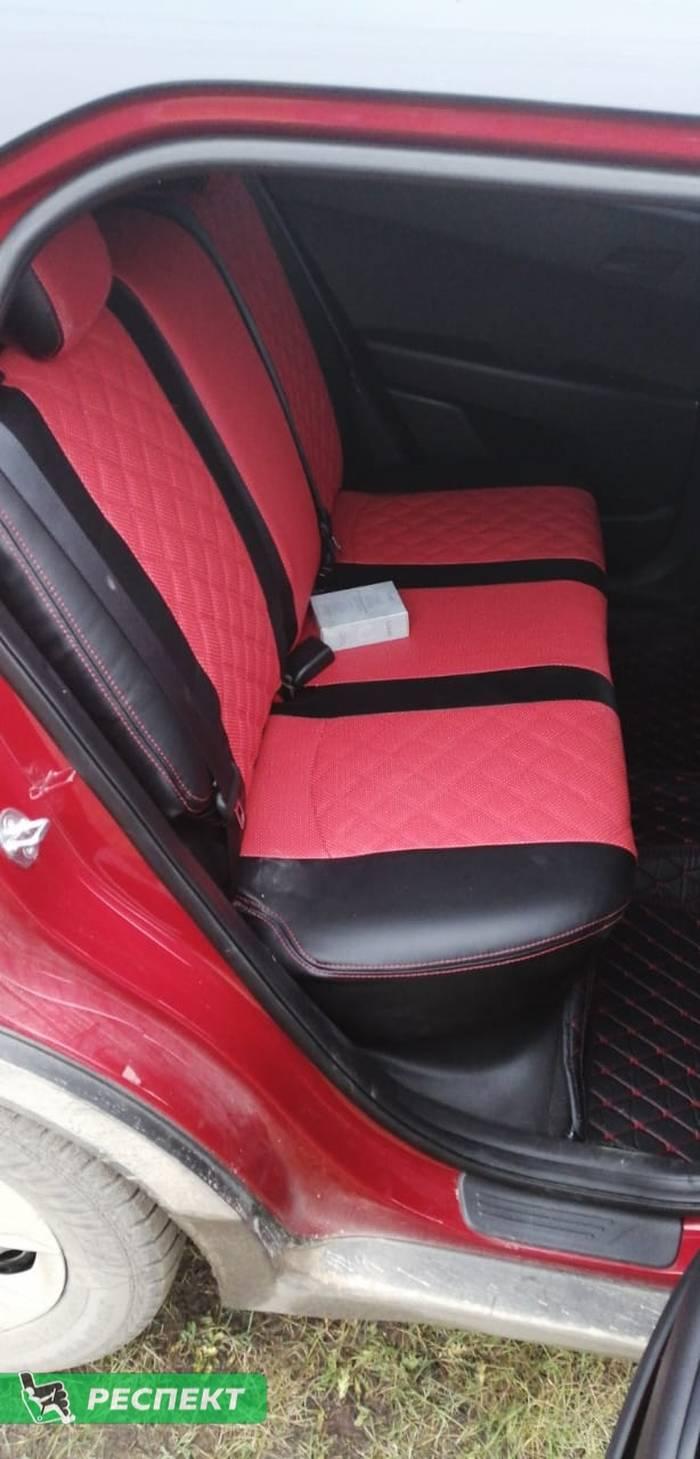 Черно-красные авточехлы из экокожи на Hyundai Creta 2017г. с дизайном 'двойные квадраты' и двойной декоративной строчкой производства Респект