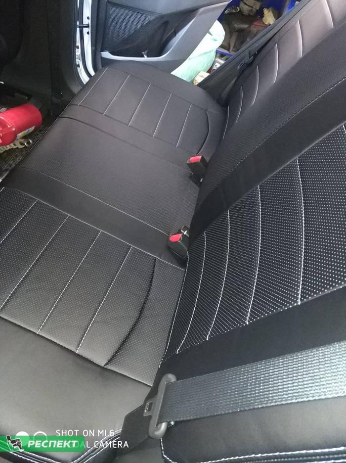 Черные авточехлы из экокожи на Hyundai Creta 2019г. с дизайном 'обычный' и двойной декоративной строчкой белыми нитками производства Респект