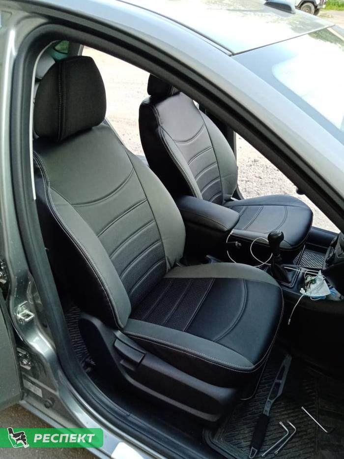 Черно-серые авточехлы из экокожи на Lada Vesta 2020г. с дизайном 'двойные горизонтальные полосы' и двойной декоративной строчкой производства Респект