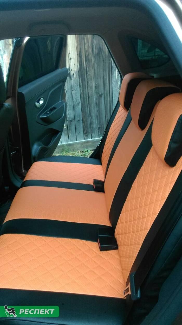Черно-оранжевые авточехлы из экокожи на Lada X-Ray 2017г. с дизайном 'квадраты' без декоративных строчек производства Респект