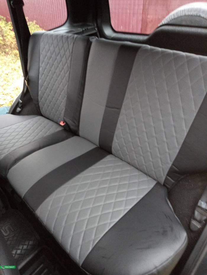Черно-серые авточехлы из экокожи на Chevrolet Niva 2013г. с дизайном 'ромбы' без декоративных строчек производства Респект