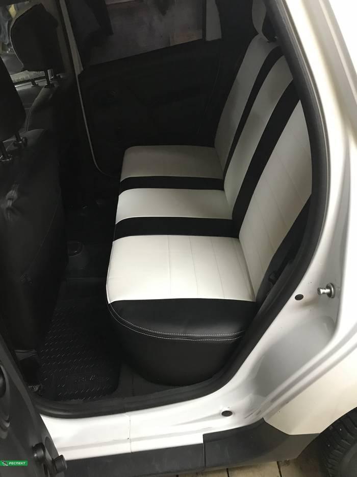 Черно-белые авточехлы из экокожи на Renault Duster 2014г. с дизайном 'обычный' и двойной декоративной строчкой белыми нитками производства Респект