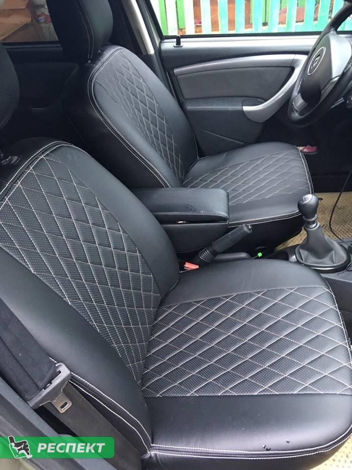 Черные авточехлы из экокожи на Renault Duster 2020г. с дизайном 'ромбы' и двойной декоративной строчкой бежевыми нитками производства Респект