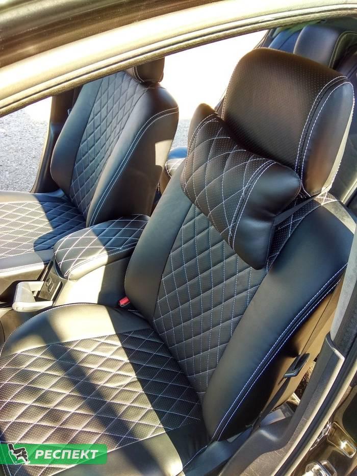 Черные авточехлы из экокожи на Renault Megane 2008г. с дизайном 'ромбы' и двойной декоративной строчкой белыми нитками производства Респект