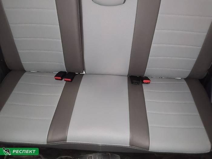 Темно-светлосерые авточехлы из экокожи на Renault Logan 2020г. с дизайном 'обычный' и двойной декоративной строчкой серыми нитками производства Респект